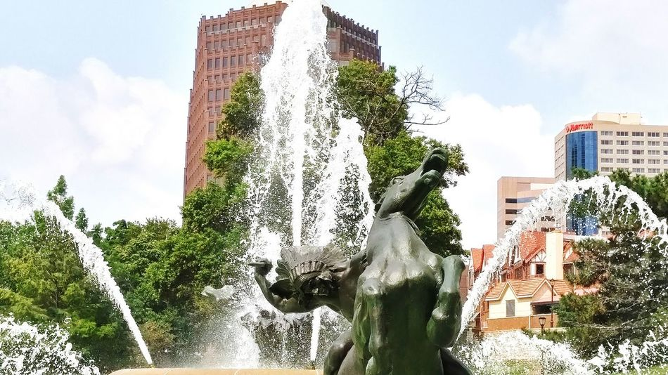 Stunning Fountain Plaza