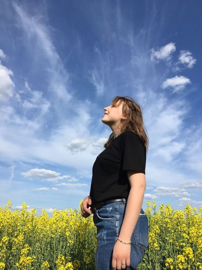 EyeEm Selects One Person Plant Sky Cloud - Sky Leisure Activity Young Adult Casual Clothing Real People Flowering Plant Young Women Standing Growth Beauty In Nature Flower Lifestyles Three Quarter Length Women Field Nature Side View