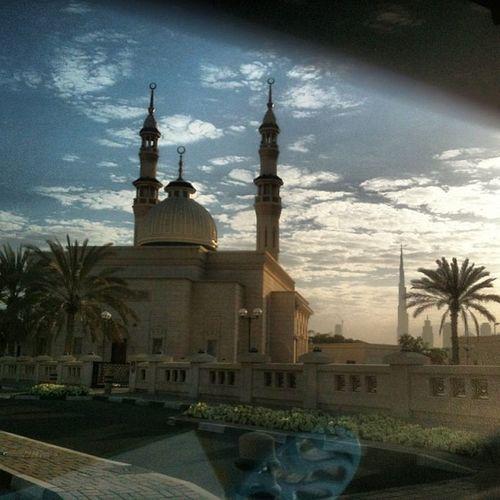 Good morning from Dubai Usetag Dubai IPhone Morning masjidtreesunriseشروقدبيسماءغيومصباحمسجدتصوير منظر