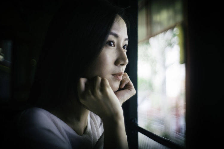 Contemplation Headshot One Person Portrait Looking Window Young Adult Looking Away Indoors  Adult Introspection Day Dreaming Hand On Chin Day Women Looking Through Window Solitude Beautiful Woman Depression - Sadness Asian  Asian Girl Travel Train Traveling Travel Photography Blackhair Blackeyes Portrait Of A Woman Portrait Photography