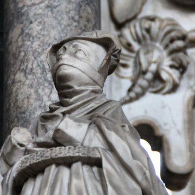 Dame in alter Mode . Merseburgerdom Merseburg Dom detail