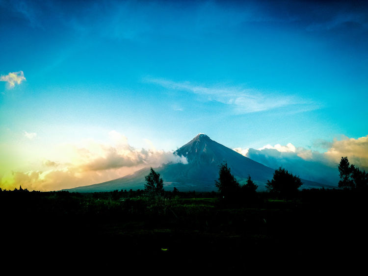 Tree No People Triangle Shape Outdoors Cloud - Sky Mountain Blue Sky Landscape Built Structure Pyramid Beauty In Nature Nature Architecture Day Mayon Volcano Philippines MayonVolcano😍🌋 Mayonvolcano Perspectives On Nature Be. Ready.