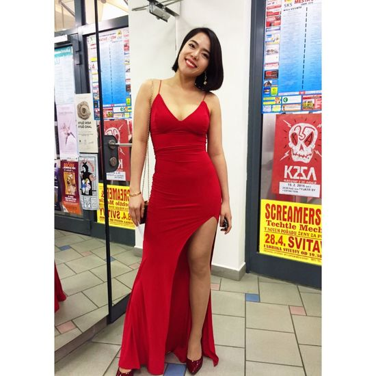 Red Dress Smile Roses Prom Girl Photo Picoftheday Taking Photos Love 2016 Relaxing Enjoying Life Photography Vietnamese Wintertime Vietnam Hello World Czech Republic Photooftheday Cheese! Asian  Check This Out That's Me Checking In