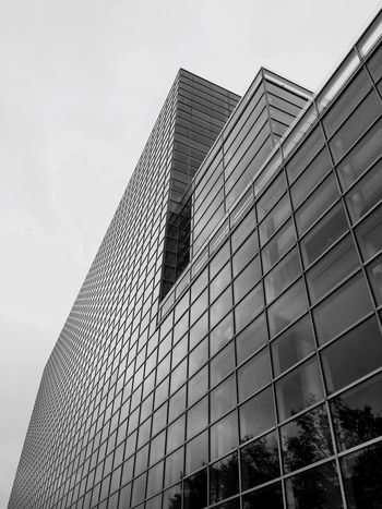 💼Glass House👜 Dramatic Angles Building Exterior Built Structure Skyscraper Modern Tall - High Tower Office Building Glass - Material City Sky Tall EyeEm Best Shots - Black + White Architectural Feature Day Building Story Outdoors Place Of Work Repetition Architecture EyeEm Masterclass Eyeem Photography This Week On Eyeem Check This Out Fresh On Eyeem