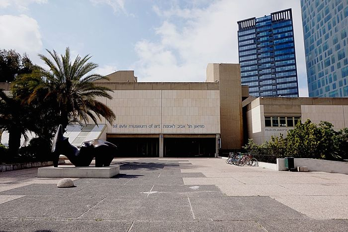 Tel Aviv Museum Of Art Tel Aviv Museum Art Art Museum Visiting Museum Façade Sculpture Buildings Eyeem Israel