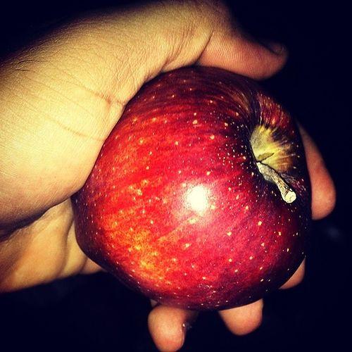 Apple تفاحه