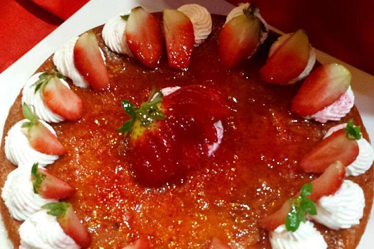 Yummy Strawberry Cake Strawberries Strawberry Love Strawberry Halfs Strawberry Red Delicious Mouthwatering Erdbeeren Da Läuft Einem Das Wasser Im Mund Zusammen Red Red Red  Red And White Deliciousness Appetitlich Appetit Anregend Leckerschmecker Lecker Lecker Lecker Obstkuchen Fruit Cake  Pool Of Desire Ladyphotographerofthemonth Things I Like