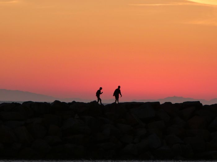 Premium Collection Sunset Real People Silhouette Nature Two People Rock - Object Leisure Activity Lifestyles Beauty In Nature Full Length Men Togetherness Outdoors Scenics Standing Sky Day People The Week On EyeEm Summer Exploratorium