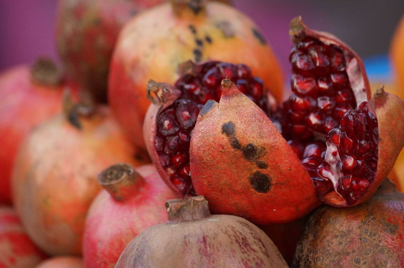 Street pomegranate India Indian Culture  Close-up Day Focus On Foreground Food Food And Drink Freshness Fruit Healthy Eating Indoors  Large Group Of Objects Market No People Pomegranate Pomegranate Seed Red Ripe Seed Still Life Tropical Fruit Wellbeing