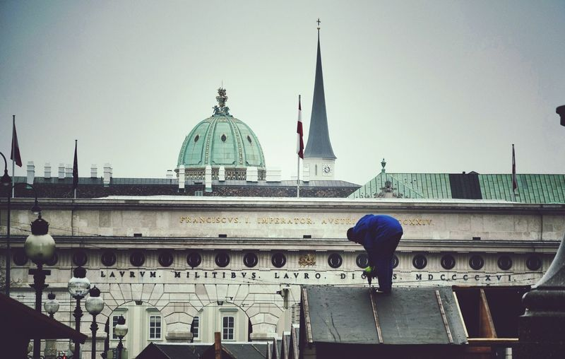 Everyday Lives Working People Up On The Roof Christmasmarket Scenery Shots Streets Of Vienna Cityscapes