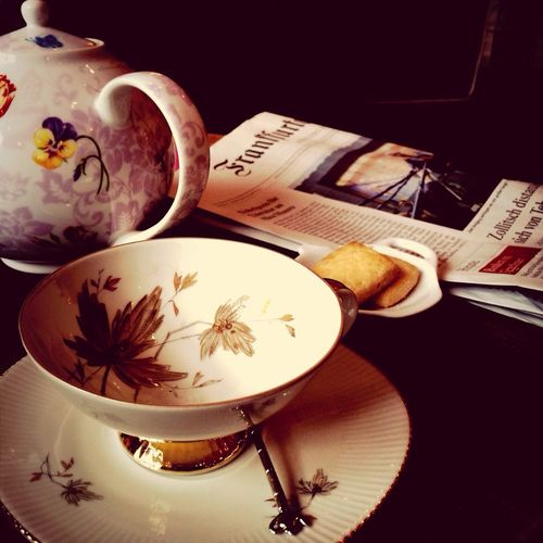 Friday's lunch break with Chinese rose tea an FAZ