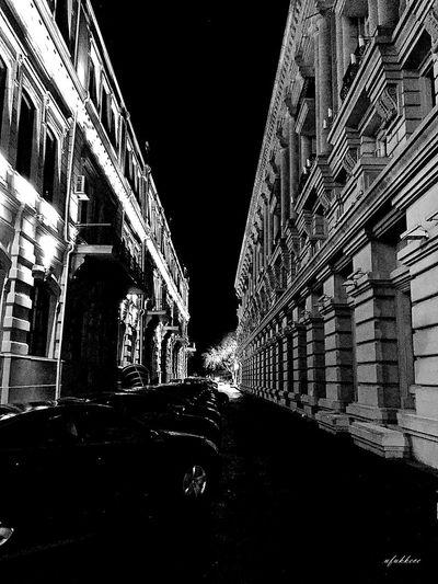 Citylife Night Traveler Derinlik Perspective Amazing Myobjective Lifestyle Photographer Travelphotography NikonD5200 Architecture Built Structure Building Exterior Night Illuminated City Building Street