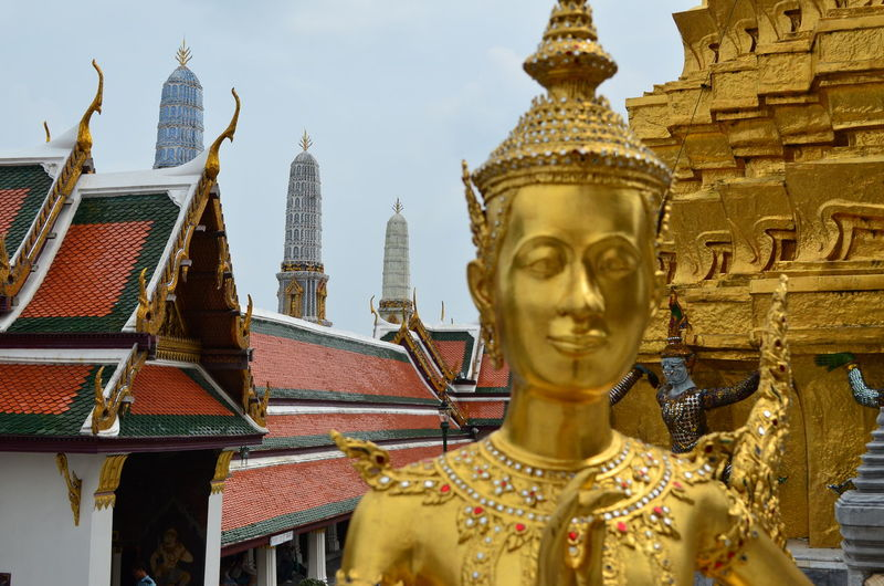 Golden statue at wat pho