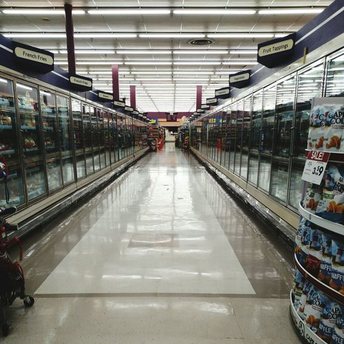 My Hometown East Liverpool Ohio Giant Eagle Grocery Store Grocery Shopping No People No Troubles Signs Signs Everywhere Signs No People Grocery Market Fluorescent Light Ceiling Lights Lines And Lights SUPER Market The Purist (no Edit, No Filter)