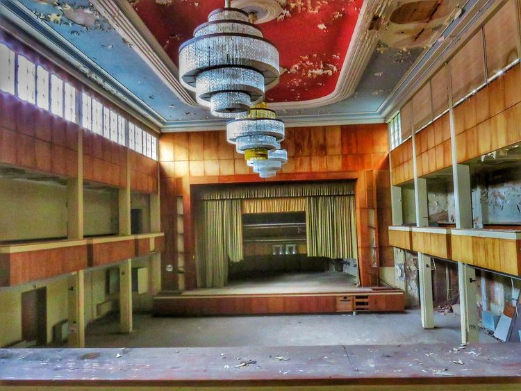 das fürstliche Hotel Abandoned Lostplaces Abandoned Places Abandoned Buildings Verlassene Orte Lost Abandoned Hotel Go2know Fototour Architecture Built Structure No People Indoors  Day EyeEmNewHere