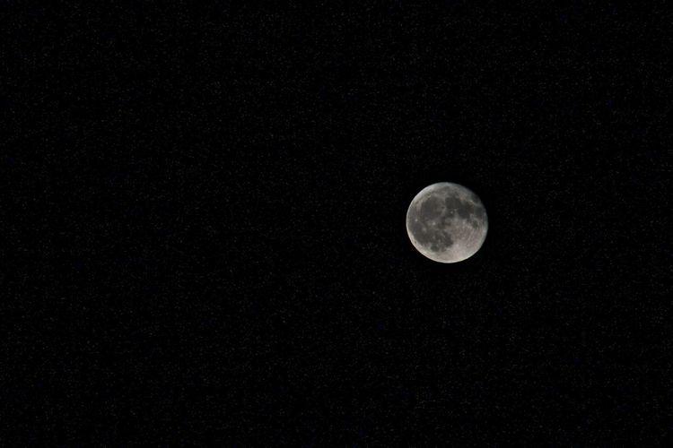 The moon last night ✨ Moon Tranquil Scene Night Dark Astronomy Sky Space Exploration Stars Starscape Moonshot Kirkland Illinois