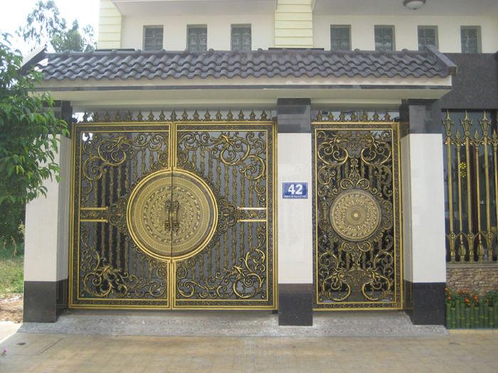 Cổng biệt thự hiện đại Viên Túc Kim Lộc là gợi ý tuyệt hảo cho quý bạn ưa không gian bề thế, mạnh mẽ, khỏe khoắn nhưng vẫn mang vẻ tinh tế và sang trọng. http://thinhvuonghouse.com/san-pham/cong-biet-thu-co-mai-che-vien-tuc-kim-loc Cổng Biệt Thự Có Mái Che