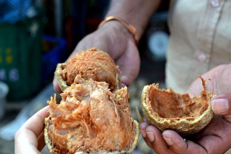 Exotic Exotic Fruit Exoticfruit Food And Drink Fruit Man Market Sri Lanka Tasty Woodapple