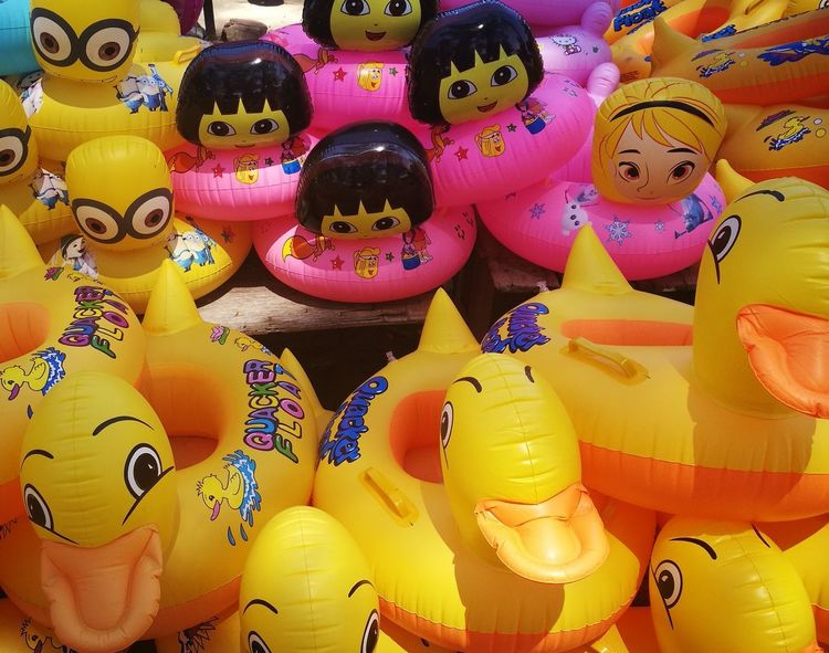 HuaweiP9 Beach Photography Beach Life Beach Beachtoys Inflatable Ring Inflatables Plage Pantai Strand Holidays Urlaub Vacances Cuti Childhood Childhood Memories For Sale Retail  Multi Colored Market Variation Yellow No People Full Frame Abundance