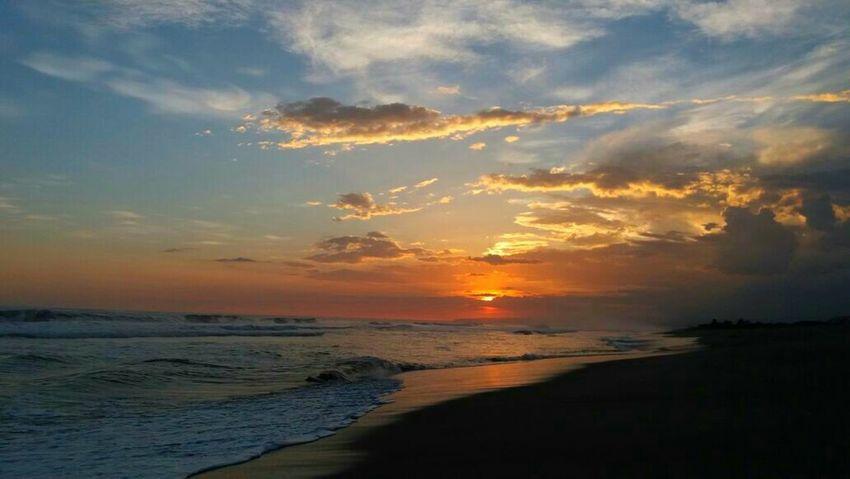What a beautiful country El Salvador Sunset Beach Sea Cloud - Sky Nature Elsalvadorimpresionante Elsalvadorimpressive Elsalvadortravel Cellphonepics Cellphonephotography Elsalvadorturismo Elsalvadortraveling Surfing Surfer Surf