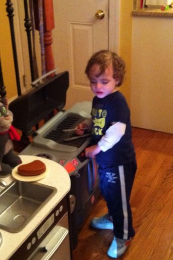 My little buddy John(SaileTwins) came home from the hospital last night. He's already giving me grilling lessons! SaileTwins Streamzoofamily StreamzooVille