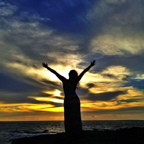 Enjoying Life Sunset #sun #clouds #skylovers #sky #nature #beautifulinnature #naturalbeauty #photography #landscape Sunset Sunset_collection