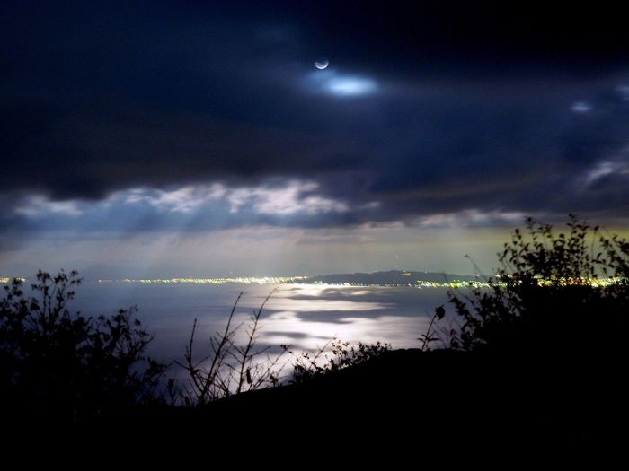 It was a fantastic landscape in the mid night. Crepuscular rays of moonlight the bright surface of the sea. Amazing Amazing View Moon Moody Sky Cloud - Sky Outdoors No People Moon Night Capture The Moment Beauty In Nature Sea And Sky Landscape Japan 月 月光 薄明光線 Olympus Crepuscular Rays 天使の梯子 M.ZUIKO DIGITAL