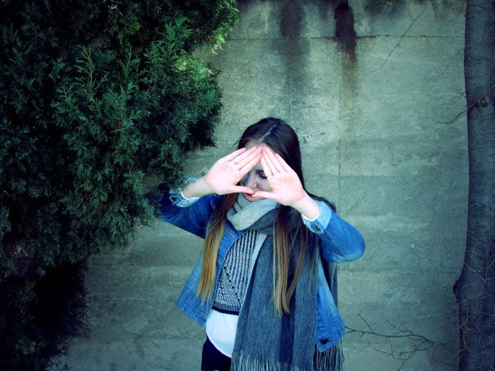 #girl #hair #hands #me #photography #tree #Triangle #wall