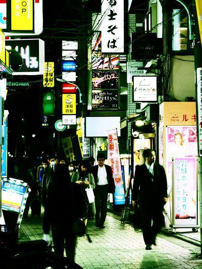 や、山口くん…😮 Olympus OM-D E-M5 Mk.II Tokyo Street Photography Cross Process Motion Blurred Motion Text Real People City Men Street Built Structure Sign Script Illuminated City Life Walking