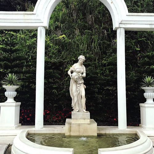 Statue Sculpture Human Representation Art And Craft Architectural Column Day Architecture No People Built Structure Outdoors Water