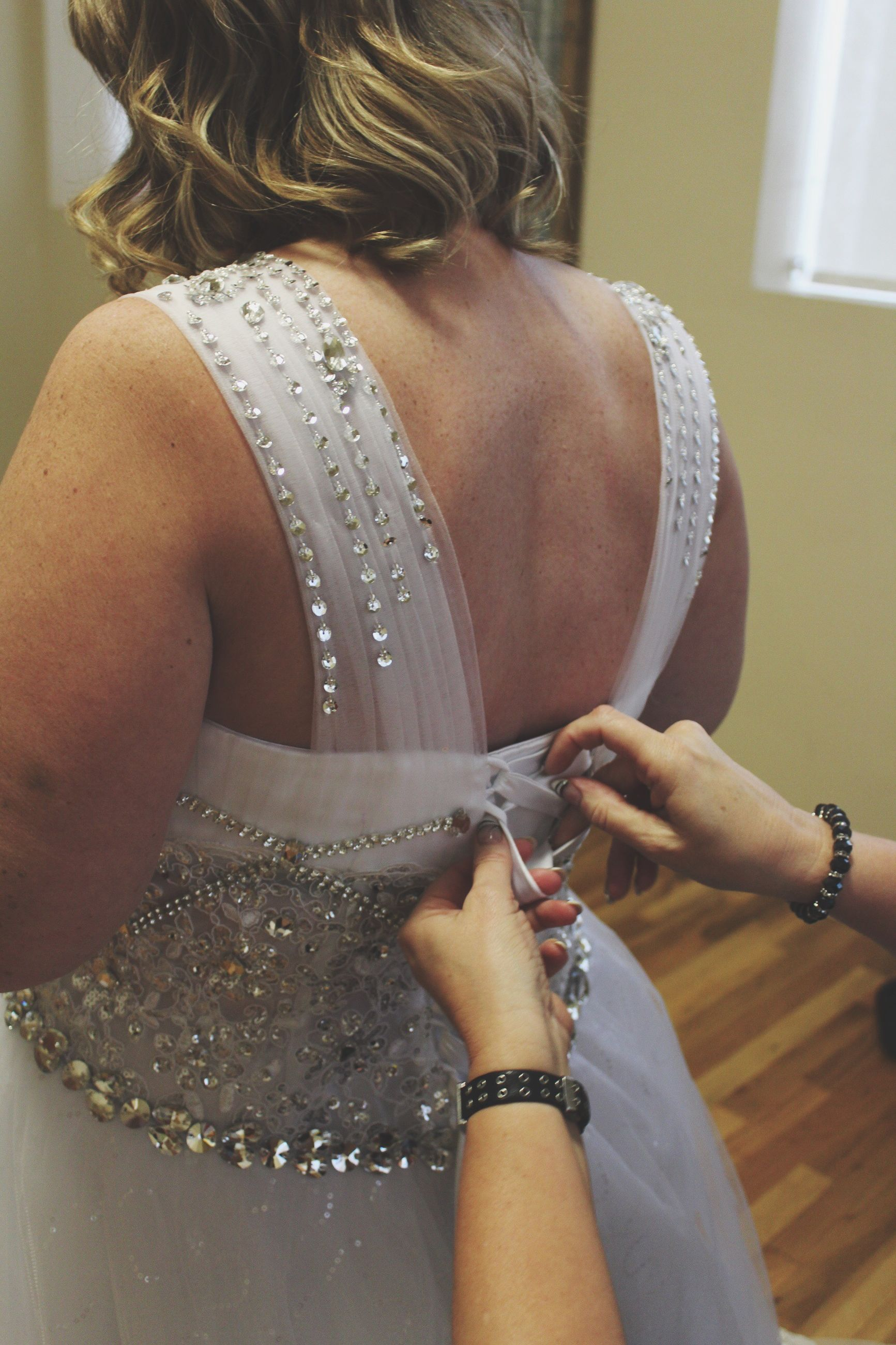 rear view, indoors, real people, preparation, one person, women, bride, day, close-up, young adult, adult, people
