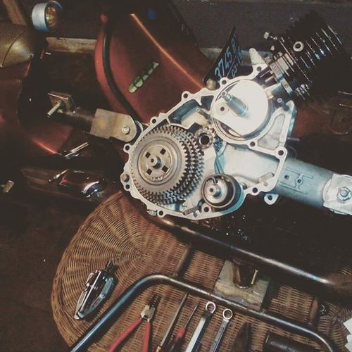 Bangkit dari kubur P100TS.. Simax_part Smallframeindonesia Smallframebandung Smallframebdg Industries_bdg Vespa Vespaclassic Vespasolidarity Vespagram Vespalovers VespaPTS P100ts