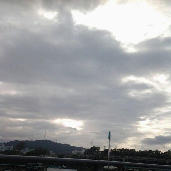 Lookin gloomy..Sky Dark Morning Gloomyday  weathermood