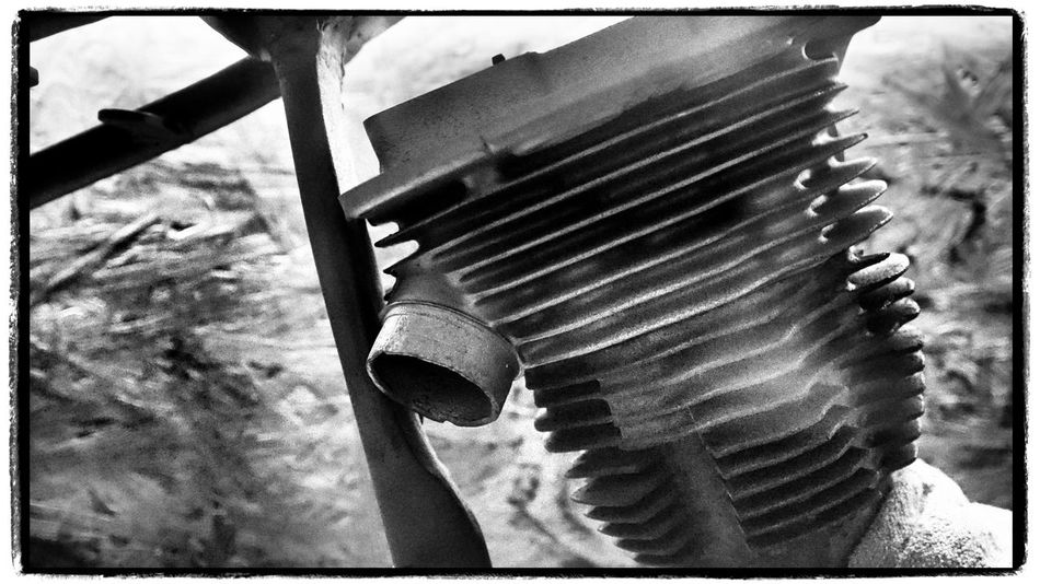 Motor Motorcycles Motorbike StillLifePhotography Vintage Stuff Technology Mashine Mashines Details Detailshot Walking Around Taking Pictures Urban Exploration In My City Nice Taking Photos Blackandwhite Black And White Photography Walking Around Taking Photos. Looking At Things