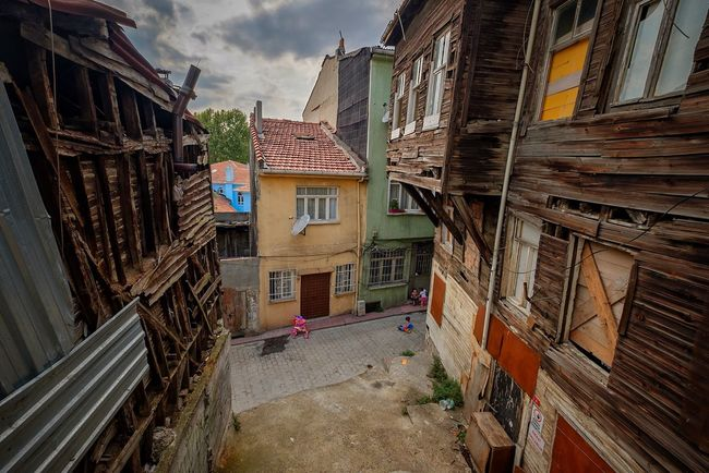 Construction Travel Istanbul Tarlabaşı Taking Photos Urban Exploration Exploring Architecture Building Exterior Built Structure House Window Residential Building City