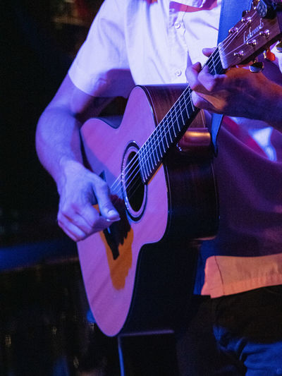 Concert Photography: Jazz Instruments: Acoustic Guitar Music Musical Instrument String Instrument Guitar Musical Equipment Performance Arts Culture And Entertainment Playing Musician Guitarist Artist Skill  Midsection Musical Instrument String String Real People Men Holding Plucking An Instrument Stage Entertainment Occupation Hand Rock Music Nightlife Jazz Music Jazz Musician Jazz Concert Acoustic Guitar