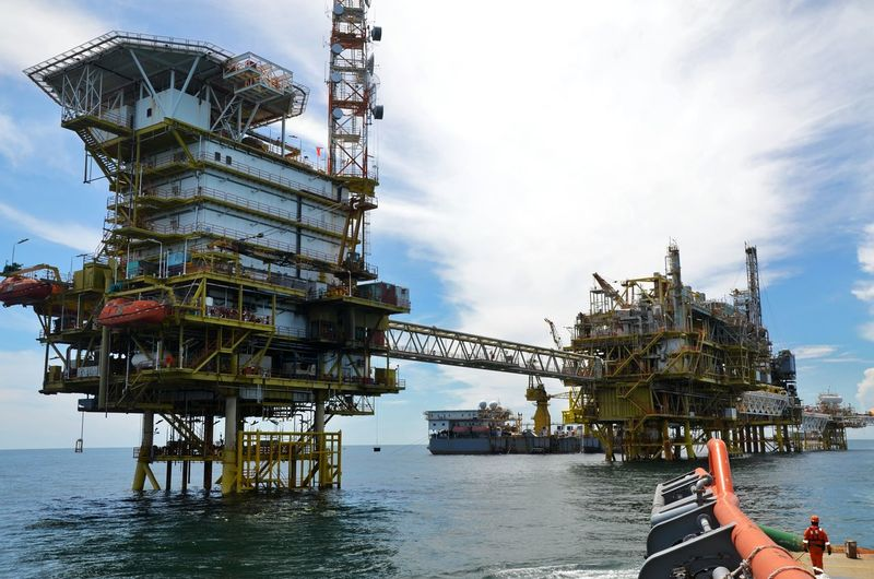 Oil platform Oil Drilling Off Shore Industry Oil And Gas Industry Off Shore Oil Refinery Oil And Gas Safe Operation Environmental Hse