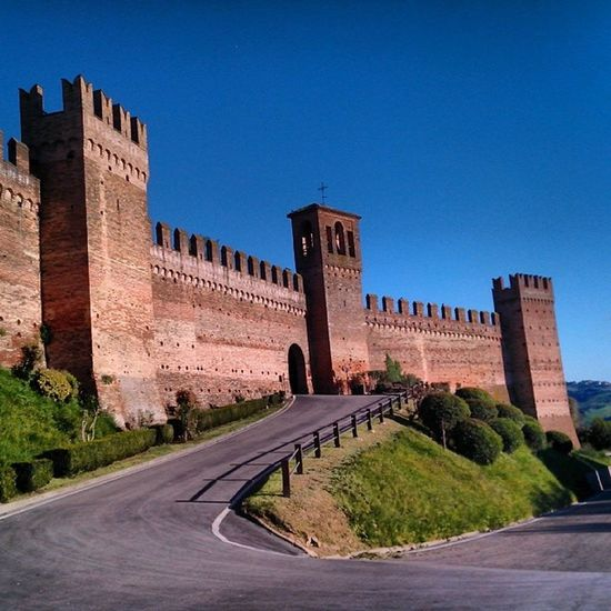 Castello di Paoloefrancesca a Gradara frazione di Cattolica (RN)