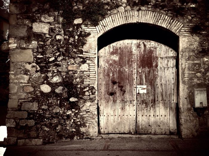 When a door closes a window opens Escaping Streetphotography Photooftheday Vintage