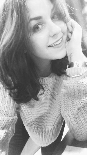 S m i l e 😄 . That's Me Hello World Hi! Selfie Enjoying Life Vscoselfie Smile New Haircut Tattoo Tattooed