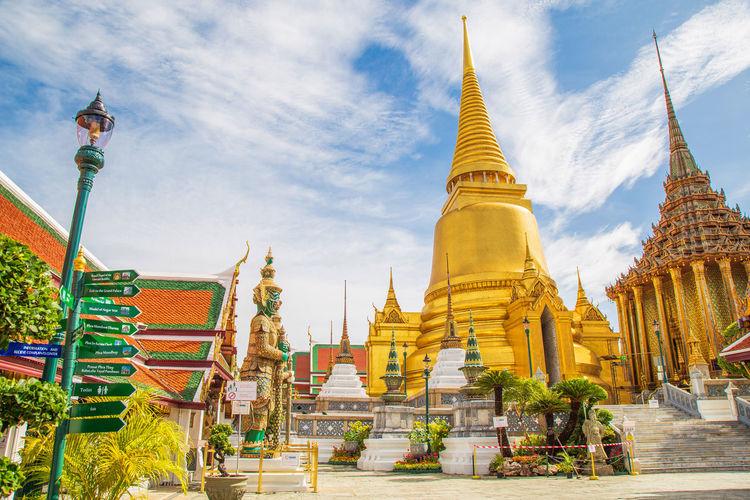 Wat phra kaew, temple of the emerald buddha wat phra kaew is one of bangkok'place
