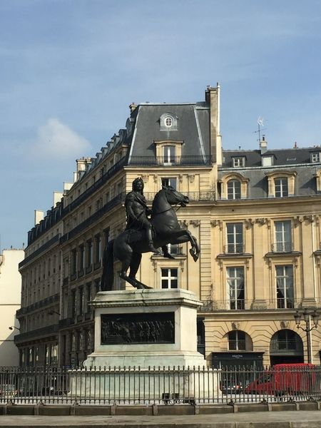 ✳️Place des Victoires, Paris✳️ http://jkvdtsar.tumblr.com/ (https://www.instagram.com/p/BYVX2EAA5wJ/?taken-by=jkvdtsar) Architecture City Equestrian Statue France Louis XIV Palais Royal Paris Place Statue Art Blue Sky Bronze Statue Buildings Capital Equestrian Europe History Ile De France Immeuble Immeuble Parisien Immeubles Parisian Parisien Sculpture Statue équestre