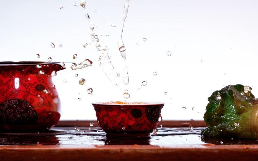 Water splashing in container