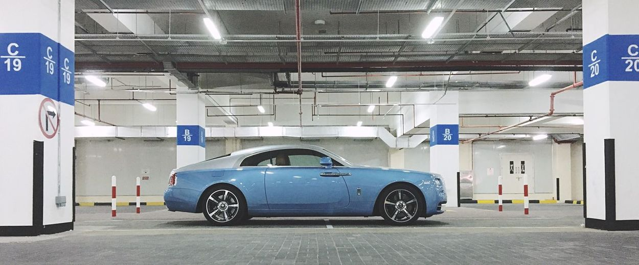 The Rolls Rolls Royce Classic Car Classic Wraith Rolling In The Streets