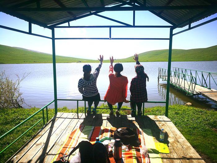 Умиротворение Almatymountains Hiking Hikingadventures Weekend Activities WEKEEND EyeEm Selects Kazakhstan Womens Friends Water Men Standing Sitting Togetherness Women Shadow Fishing Fishing Pole Friendship