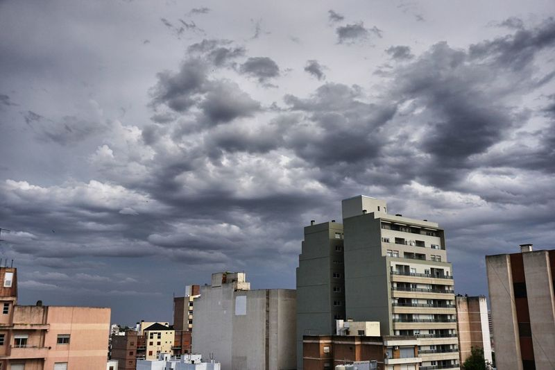 Tormenta sobre la ciudad de Río Cuarto, Córdoba, Argentina. Storm Stormy Weather Apartment Architecture Building Exterior Built Structure City Cloud - Sky Day Modern No People Outdoors Residential  Sky Storm Cloud