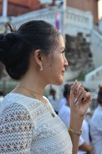 Side View Of Thoughtful Woman Looking Away