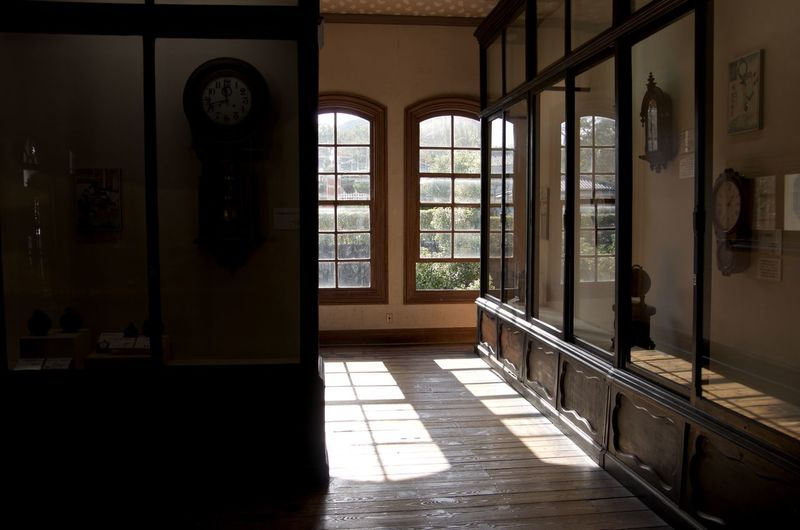Architecture Day Exhibition Rooms Indoors  Sunlight Western Style House Window