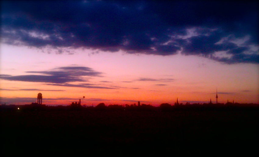 Sonnenuntergang am Tempelhofer Feld Turn Your Lights Down Low