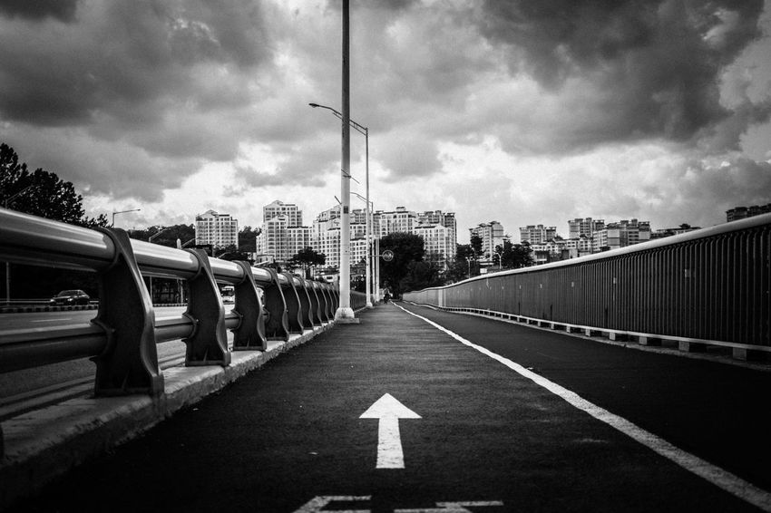 Blackandwhite City Cityscapes Cloud Cloudy Eye4photography  EyeEm Best Shots EyeEm Korea Scenery Sky Streetphoto_bw Streetphotography Taking Photos Walking Around